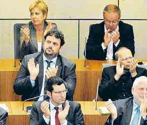 Guido van den Brerg im Plenum des Landtages (2. Reihe, 3. von links)