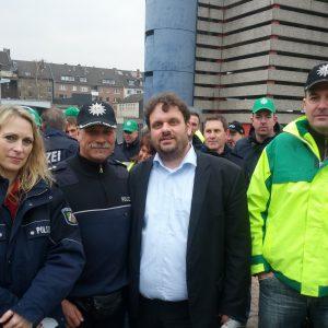 Dagmar Andres MdL und Guido van den Berg MdL bei der Demo der GdP vor dem Landtag