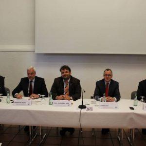 Podium der Veranstaltung der Friedrich-Ebert-Stiftung zu Batteriespeichern