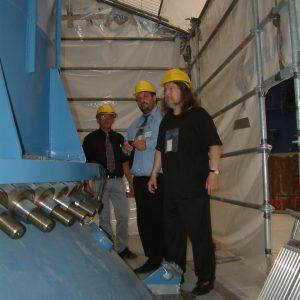 Guido van den Berg MdL und Jürgen Streich am Reaktor der AVR Jülich