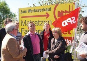 Informationen vor der Matratzenfabrik Bettina Elsdorf