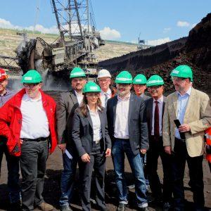 Jasmin Fahimi mit Betriebsräten und Abgeordneten der Region im Tagebau Hambach