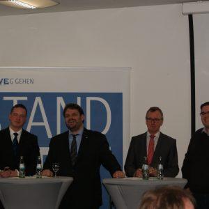 Gregor Golland MdL (CDU), Guido van den Berg MdL (SPD),  RWE Power-Vorstandsvorsitzender Matthias Hartung und der IGBCE-Jugendvorstand Christoph Vormstein und