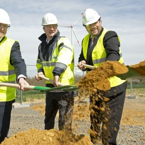 Bürgermeister Sascha Solbach, RWE-Innogy Geschäftsführer Dr. Hans Bünting und Guido van den Berg MdL