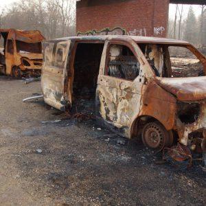 Ausgebrannte PKW von Dienstleisterfirmen im Hambacher Forst
