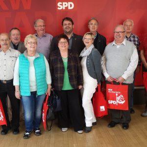 Guido van den Berg MdL mit Marlies Stroschein sowie Mitgliedern der SPD-Pulheim.