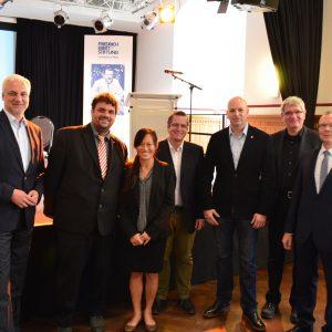 v.l.n.r.: Minister Garrelt Duin, Guido van den Berg MdL, Dr. Roh Pin Lee, Bürgermeister Sascha Solbach, Dirk Schumacher (RWE), Prof. Robert Schlögel (MPI Mülheim) und Prof. Harald Bolt (FZ Jülich)