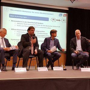 v.l.n.r.:Prof. Robert Schlögel (MPI Mülheim), Prof. Harald Bolt (FZ Jülich), Guido van den Berg MdL, Moderator Ralf Erdenberger, Dirk Schumacher (RWE) und Dr. Roh Pin Lee