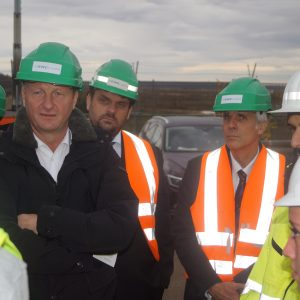 Innenminister Ralf Jäger und Guido van den Berg mit Vertretern des Justizministeriums im Hambacher Forst