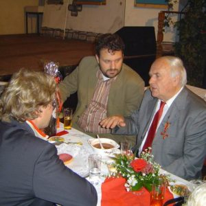 Guido van den Berg gratuliert Klaus Gülden in Bergheim-Auenheim