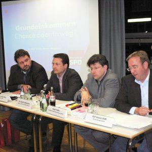 Guido van den Berg (Rhein-Erft SPD), Dr. Sascha Liebermann (Uni Dortmund), Ralph Welter (KAB) und der SPD-Bundestagsabgeordnete Rolf Stöckel