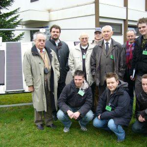 Die Arbeitsgruppe Energie und Klimawandel der Rhein-Erft SPD nahm vor Ort im Forschungszentrum die neue Generation von Photovoltaikzellen in Augenschein