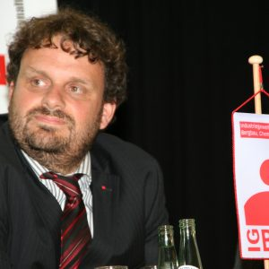 Guido van den Berg bei einer Diskussionsrunde der IGBCE