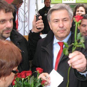 Klaus Wowereit mit Guido van den Berg in Pulheim