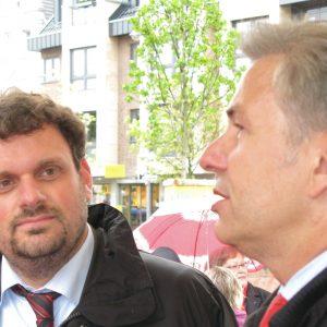 Klaus Wowereit und Guido van den Berg auf dem Marktplatz von Pulheim